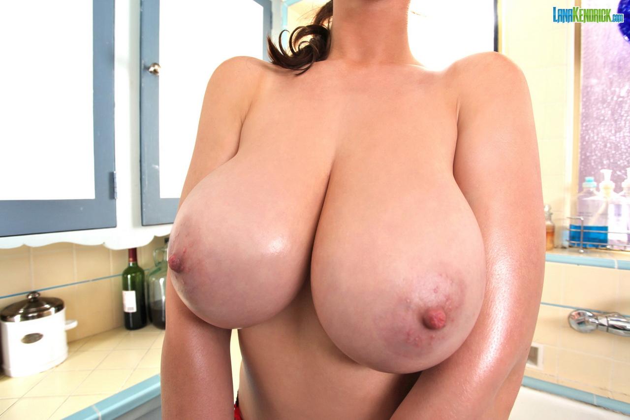 Big low hanging tits free sex pics